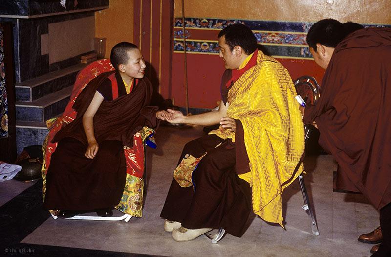 Kunzik Shamar Rinpoché et Karmapa Trinley Thayé Dorjé durant la cérémonie de bienvenue du jeune Karmapa, KIBI, 1994